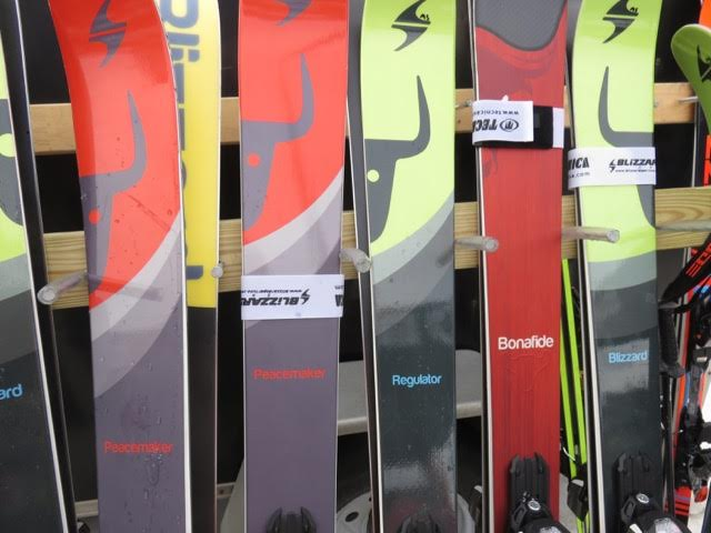 Skis of color patterns and designs